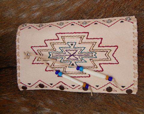 インディアンスタイルの革とシルバーの髪飾りサムネイル