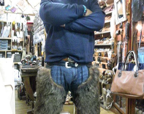 熊の毛皮付きバイカーチャップスサムネイル